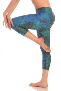 Anahata Yoga Clothing Yoga Pants perfect to stretch, relax, or simply wear all day. Mid rise 7/8 length yoga pants are made to accommodate all types of movement.